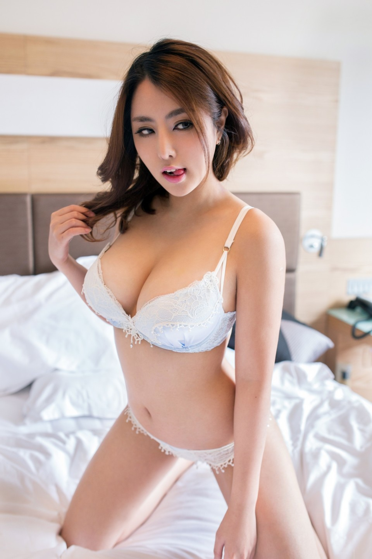 Cerita Sex Hot Istri Bosku